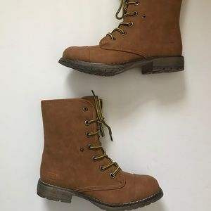 Dirty Laundry Shoes - 🍁 Cute boots 🍁